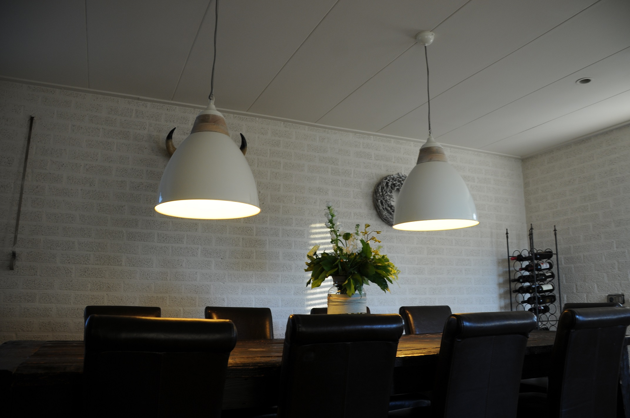 By Boo Lampen : Prachtige by boo hanglamp metaal creme wit hout afzetting