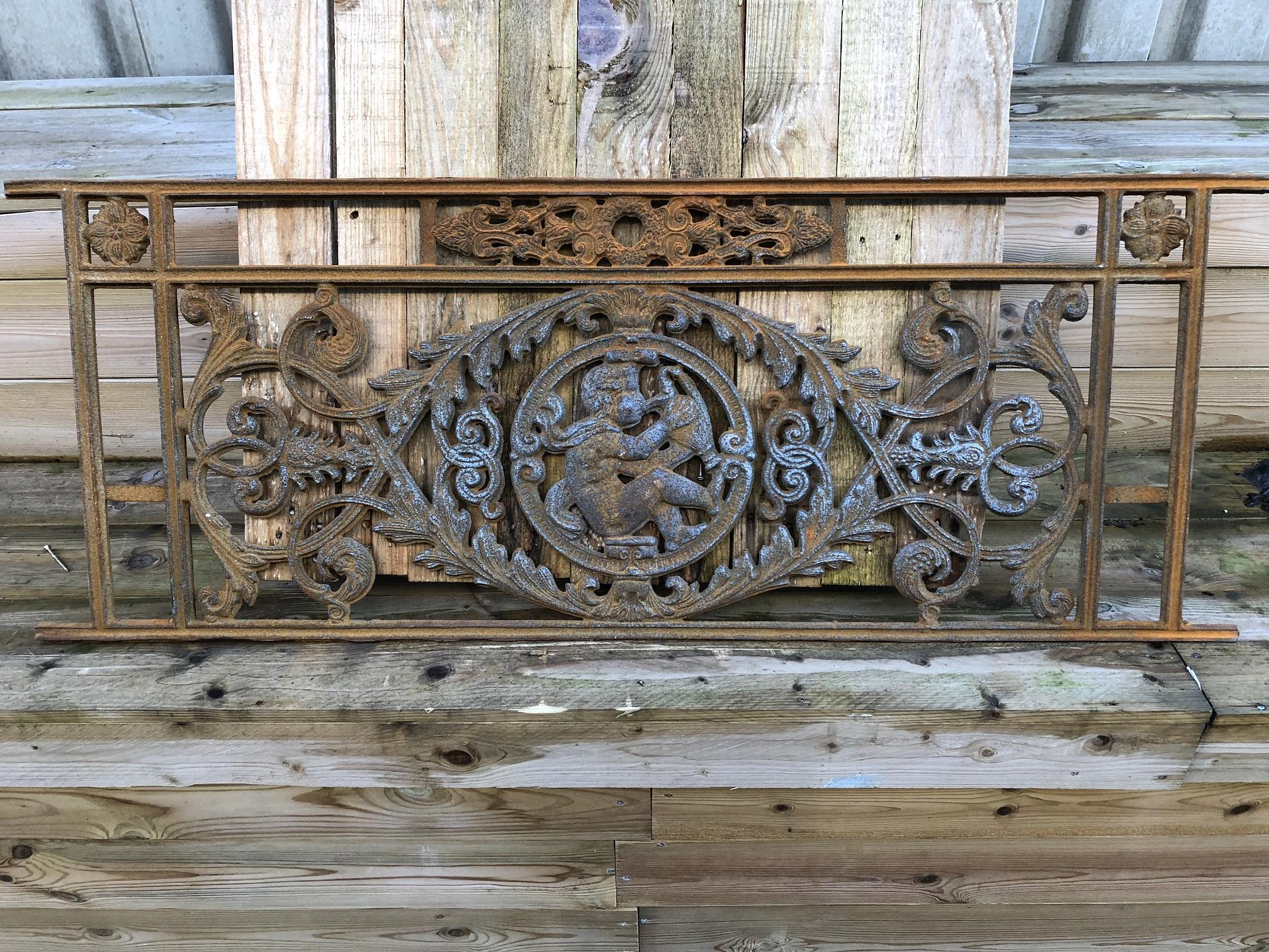 Tags decoratie antiek venster grille rond de eeuwwisseling