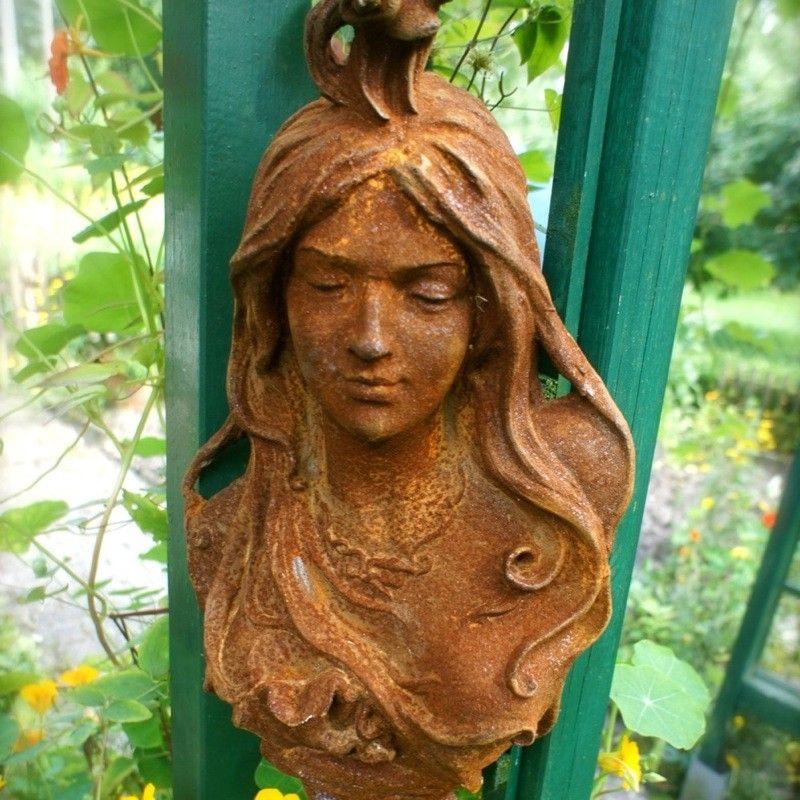 Vrouwenhoofd, Art Nouveau - sculptuur, gemaakt van gietijzer ...: www.handgemaakt.eu/tuin-decoratie/tuinbeelden---sculpturen/overige...