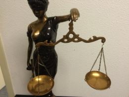 vrouwe justitia beeldje