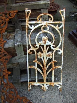 Metalen sierrek art nouveau rozenrek als landelijke for Wandrek tuin